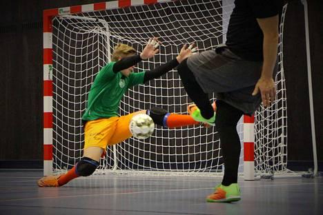 Futsalin kolmosdivisioonaa pelaava Nasta Futsal harjoittelemassa ennen kauden alkua. Joulutauolle Nasta Futsal meni pelaamalla tasan Lauttakyllän Lujaa vastaan.