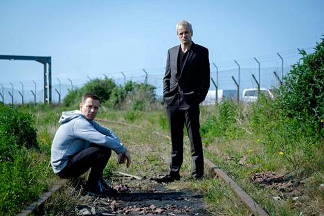 Ysärihitin jatko-osassa Mark Renton (Ewan McGregor) palaa 20 vuoden jälkeen Edinburghiin narkomaaniystäviensä luo.