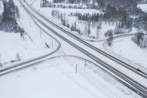 Etualalla eli Hervannan valtaväylän länsipuolella sijaitsee poistettavaksi mietitty ramppi Tampereen Turtolassa. Ramppi risteää raitiotien kanssa. Väylän toiselta puolelta järjestettäisiin kulku Turtolaan ja sieltä pois valo-ohjauksella. –Siihen tulisi vastaava valo-ohjattu risteys kuin on Messukylän rampissa, josta pääsee kääntymään kaikkiin suuntiin, kertoo liikenneinsinööri Timo Seimelä Tampereen kaupungilta.