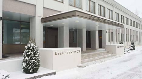 Syyte kuolemantuottamuksesta on nyt luettu Etelä-Pohjanmaan käräjäoikeudessa kilpailuun nimettyä turvatarkkailijaa ja neljää kilpailun järjestäjätahoon kuulunutta toimitsijaa vastaan.