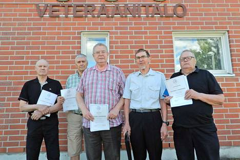 Pitkään veteraanityössä mukana olleet Timo Lautaoja, Seppo Kivelä, Pekka Soini, Lauri Kiviniemi ja Olavi Saunajoki palkittiin kultaisella ansiomerkillä.