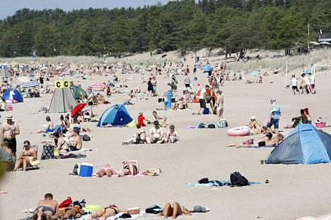 Yyterissä riitti matkailijoita etenkin kesäkuussa.