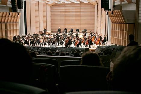 Tampereen kaupunginorkesterin Tampere Filharmonian konsertteja voi jälleen kuulla Tampere-talon saleissa lähes vuoden tauon jälkeen.