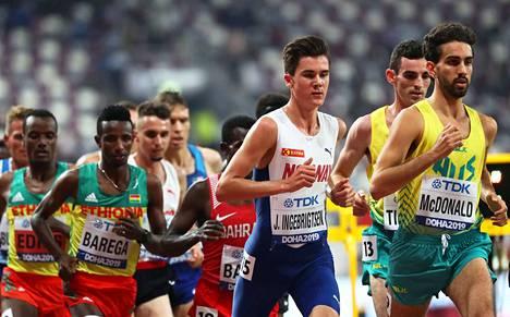 Jakob Ingebrigtsen hylättiin 5000 metrin alkuerissä ratarikon takia, mutta Norjan protesti meni läpi, joten hän pääse finaaliin. Myös veljet Henrik ja Filip nähdään loppukilpailussa maanantaina.