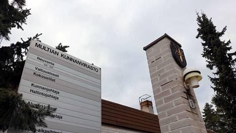 Perusturvajohtajan viran hakuaikaa jatkettiin Multialla hieman toukokuun lopulla. Näin uutta perusturvajohtajaa kuntaan päästiin valitsemaan seitsemän hakijan joukosta.
