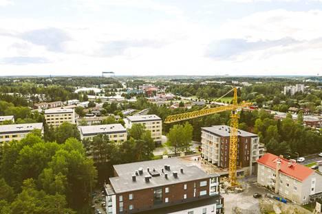 Rovastinlinna valmistuu Raision keskustan rauhallisemmalla puolelle.