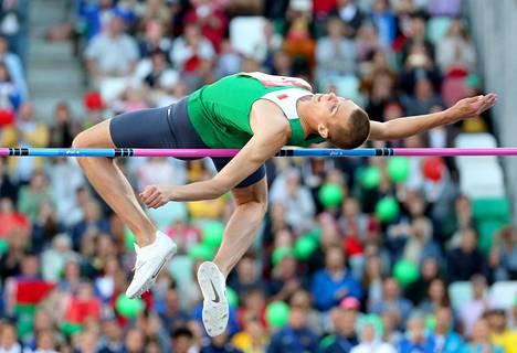 Kotiyleisön suosikki, valkovenäläinen Maksim Nedasekau voitti miesten korkeushyppykilpailun kauden kärkituloksella.