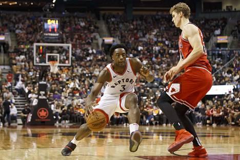 Lauri Markkasen (oik.) Chicago Bulls on aloittanut kautensa vaisusti.