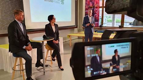 UPM:n Jokilaakson tehtaiden johtaja Antti Hermonen ja UPM:n sanomalehti- ja vähittäiskauppapaperitoimintojen johtaja Anu Ahola vastasivat kysymyksiin.