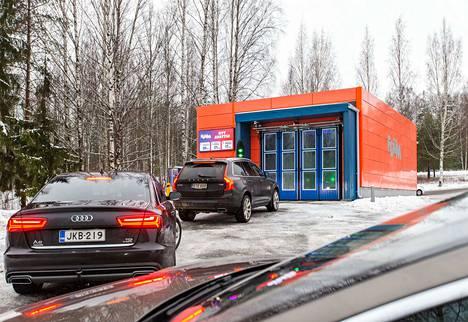 Ensimmäinen Foum-autopesula on nyt toiminnassa Tampereen Villilässä.
