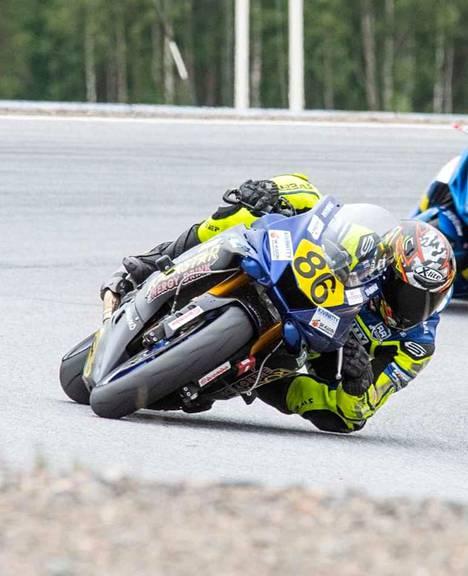 Kiikkalainen Niko Kömi ajoi hyviä kierroksia Kemoran radalla, mutta kisaviikonloppu päättyi ulosajoon.