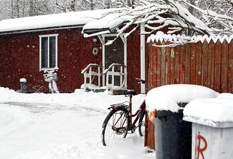 Päihdeongelmien hoitoa Raumalla arkisimmillaan edustaa parakkiasuminen, jossa sallitaan päihteiden käyttö. Päihdeongelmiinsa harvat saavat mitattavia tuloksia ja apua. Kaupunki on käynnistämässä muutosohjelmaa tilanteen korjaamiseksi.