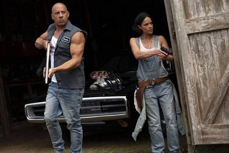 Vin Diesel esittää ryövärikaahari Dom Torrettoa ja  ja Michelle Rodriguez hänen tyttöystäväänsä Lettyä Fast & Furious 9 -elokuvassa.