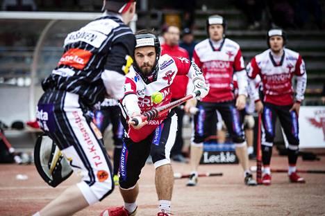 Manse PP:n Ville Hotakainen on ennen lauantaita lyönyt 27 juoksua ja tuonut 12. Hän on Ykköspesiksen tehopistetilaston kakkonen.