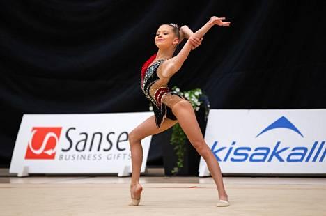 Tampereen Sisua edustava Anastasia Rogozhina on vasta 13-vuotias voimistelun huippulupaus.