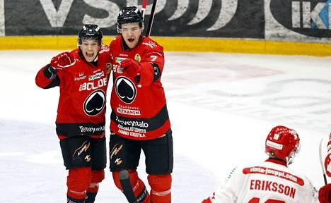 Jarno Kärki (oik.) ja Sakari Salminen tuulettivat avausmaalia.