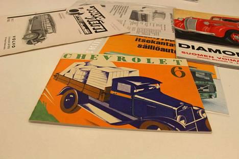 Tämä Chevrolet-kuorma-auton esitevihko löytyi vuosikymmeniä sitten Vastialan talon purkutyömaalta Rautavedenkadulta Vammalasta. Esite on yli 90 vuotta vanha. Se on Timo Niemisen kokoelman vanhin.