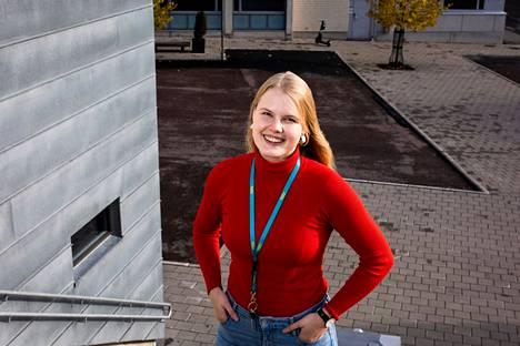 Kulkuoikeuksien rajoitukset ovat vaikuttaneet Tampereen ylioppilaskunnan puheenjohtajan Iiris Taubertin mukaan opiskelijoiden hyvinvointiin ja opiskelumahdollisuuksiin. Taubert kuvattiin Hervannassa lokakuun alussa.