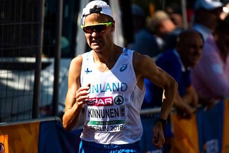 Kesällä 2018 Jarkko Kinnunen käveli yleisurheilun EM-kisoissa Berliinissä. Tänä kesänä hänellä on mahdollisuus päästä mukaan Tokion olympialaisiin.