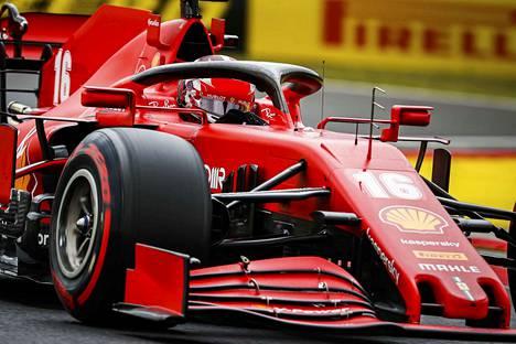Charles Leclerc ei pysy Ferrarillan Mercedesten kyydissä formuloissa.