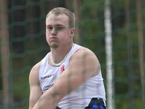 Aleksi Jaakkola heitti ennätyksensä 74,00.