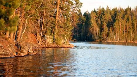 Mallinkaistenjärven kaavoitus voitaisiin toteuttaa niin että osa alueesta kaavoitetaan ja osa rauhoitetaan