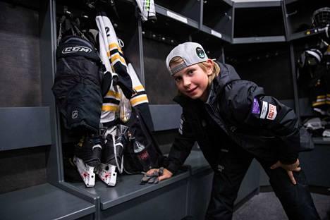 Eemeli Koivu on Ilveksen keskushyökkääjä. Hän on pelannut jääkiekkoa viisi vuotta.