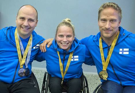 Toni Piispanen (vasemmalla), Amanda Kotaja ja Leo-Pekka Tähti valittiin paralympialaisiin.