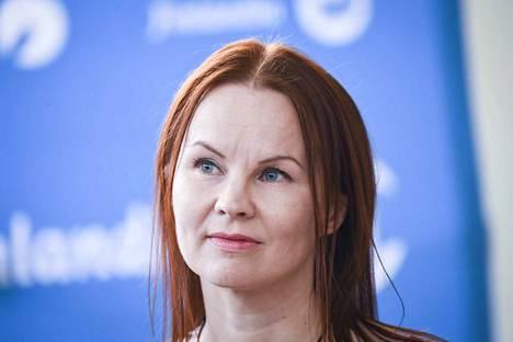 Tamperelainen Marisha Rasi-Koskinen voitti lasten- ja nuortenkirjallisuuden Finlandia-palkinnon mysteeriromaanillaan Auringon pimeä puoli.