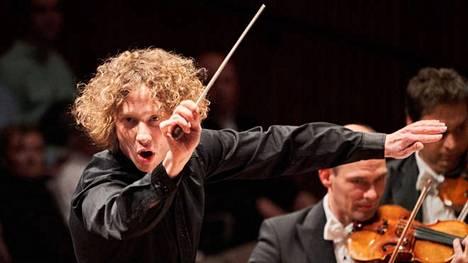 Santtu-Matias Rouvali aloitti tänä syksynä viisivuotisen kautensa Lontoon Philharmonia-orkesterin ylikapellimestarina.