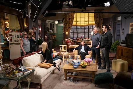 Frendit-sarjan näyttelijät palaavat tuttuihin kulisseihin 27. toukokuuta. Jakso näkyy sittenkin myös Suomessa HBO Nordicilla.