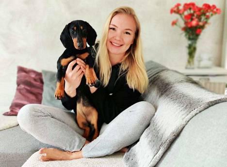 Sylvi-koiransa kanssa ensi vuoden kilpailuita odotteleva Salla Sipponen pääsee valmistautumaan tulevaan kilpailukauteen EM-valmennusryhmän tuella.