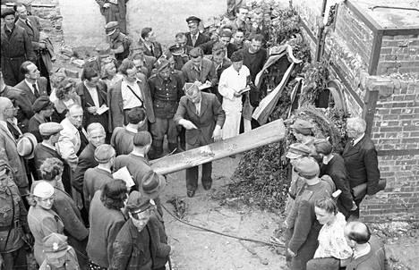 Kuva Stutthofin krematorion edustalta, jossa hävitettiin 50 ihmistä päivässä. Keskitysleirillä kuoli toisessa maailmansodassa yli 60 000 ihmistä.