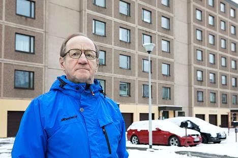Tampereen Tammelassa sijaitsevan kerrostaloyhtiön hallituksen puheenjohtaja Pertti Vesterinen on seurannut mielenkiinnolla, miten koronavirustilanne on muuttanut vedenkulutusta.