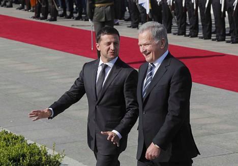Tasavallan presidentti Sauli Niinistö ja Ukrainan presidentti Volodymyr Zelenskyi tapasivat torstaina ensimmäistä kertaa