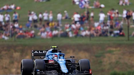 Alpine-tallia edustava Esteban Ocon ajoi voittoon Unkarissa.