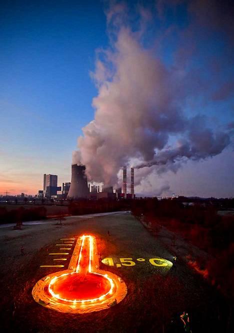 Hiilivoimasta luopumisen aikataulu ja siihen annettava tuki on yksi EU:n ilmastopolitiikan kiistakysymys. Greenpeacen mielenosoitusinstallaatio Saksan Bergenheimissa viime tammikuussa.