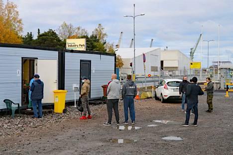 Rauma Marine Constructions Oy:n kaikki työntekijät marssitettiin maanantaina ja tiistaina koronatestiin.
