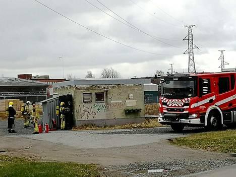 Pelastuslaitos hälytettiin Porin valimon pumppaamolle, missä sähkökatkon takia käyntiin lähtenyt varapumppu ylikuumeni.