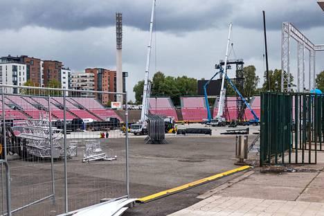 Stadionilla oli sunnuntaina kova tohina, kun kaksi toimijaa liikutti tavaraa eri suuntiin.