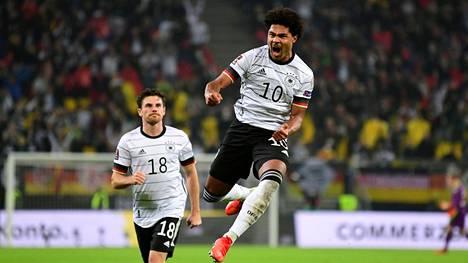Saksan Serge Gnabry juhlisti joukkueensa ensimmäistä maalia Romaniaa vastaan käydyssä ottelussa.