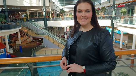 Kauppakeskusjohtaja Mari Hantulan mielestä viesti on mennyt perille ja asiakkaat käyttävät kasvomaskeja.