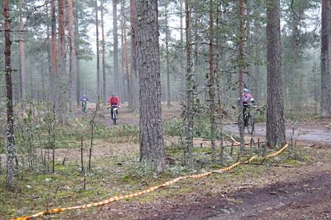 Niinisaloon kokoontui lauantaina noin 115 suunnistajaa kilpailemaan pyöräsuunnistuskilpailuissa.