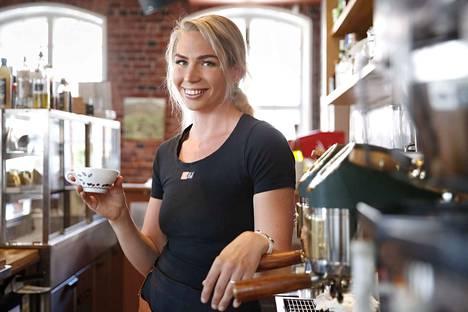 Ida Villa tietää, että kahvitrendit tulevat Poriin viiden vuoden viiveellä verrattuna vaikka Helsinkiin. Hän usuttaa asiakkaita kokeilemaan rohkeasti uutuuksia.