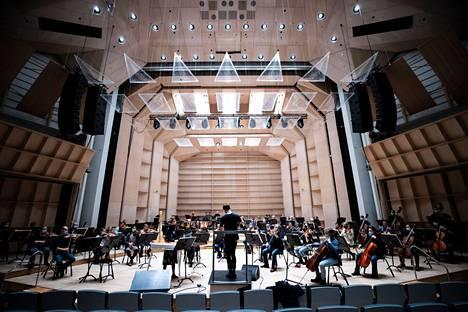 Tampere Filharmoniaa ei pääse kuulemaan paikan päälle Tampere-taloon ainakaan ennen huhtikuun alkua.