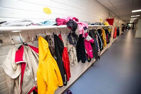 Etelä-Hervannan koulussa lähes 500 oppilasta aloittaa etäopetuksessa maanantaista alkaen. Koulu toimii kahdessa toimipisteessä, joista Tampereen teknillisen yliopiston Konetalon tilat kuvattiin elokuussa 2019.