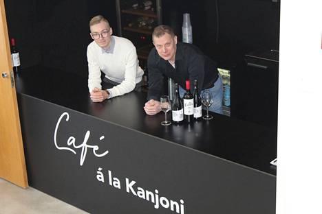 Ravintolapäällikkö Mikael Laine (vas.) ja toimitusjohtaja Janne Heinonen ovat Kangasala-talon uuden Kulttuuriravintola Jalmarin ravintoloitsijat. Heidän tavoitteenaan on monipuolistaa Kangasala-talon toimintaa ja ruokatarjontaa.