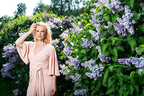 Laura Voutilainen esiintyy Tapsan Tahtien Tahtiteltalla perjantaina 9. elokuuta kello 20.15, ja hänen jälkeensä lavalle nousee Lauri Tähkä. Konsertin ennakkoliput on myyty loppuun, mutta lippuja myydään jonkun verran myös Tahtiteltan portilta.