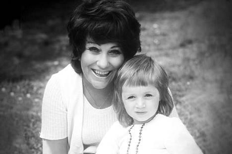 Äiti ja tytär – Laila Kinnunen ja Milana Misic.