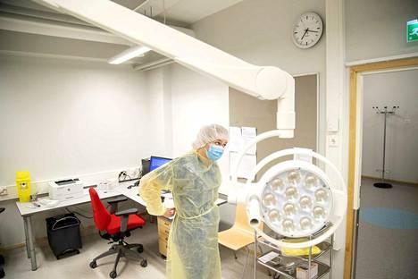 Satakunnassa koronatartunnan takia osastohoitoon sairaalaan on joutunut toistaiseksi vain muutama potilas. Arkistokuva Porin kaupungin koronavastaanotolta Itä-Porin terveysasemalta, jossa tehdään koronatestausta.